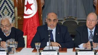 Will weiter über eine neue Regierung für Tunesien reden: Regierungschef Jebali (Mitte)