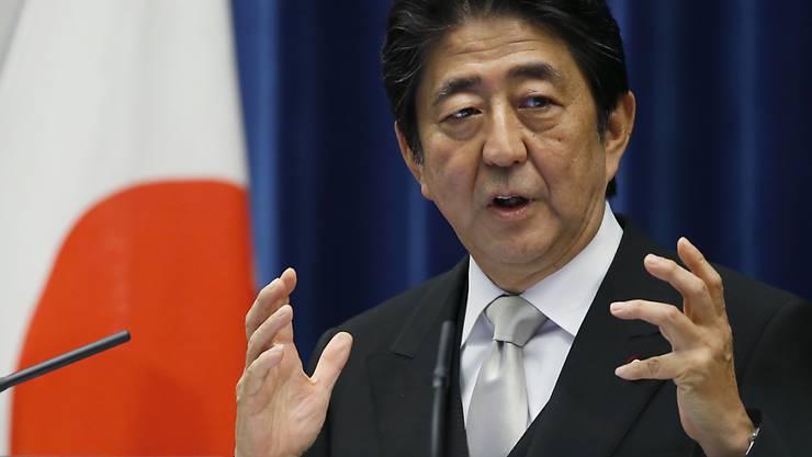 Japans Regierungschef sieht sich - trotz anhaltender Bemühungen um eine Konjunktur-Ankurbelung - erneut mit einem nur bescheidenen Wirtschaftswachstum konfrontiert. (Archivbild)