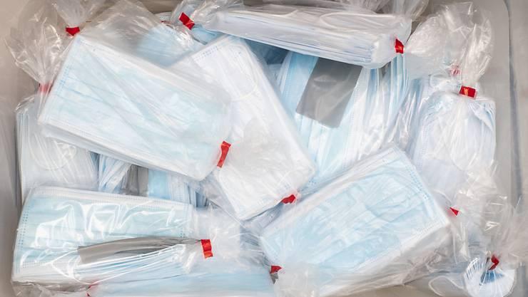 Eine Ladung Schutzmasken für Unternehmen und Betriebe, die ab Montag wieder öffnen konnten.