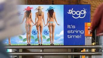 Zeigt ein Ideal, das nicht erreichbar ist. Unterwäschewerbung von Sloggi.