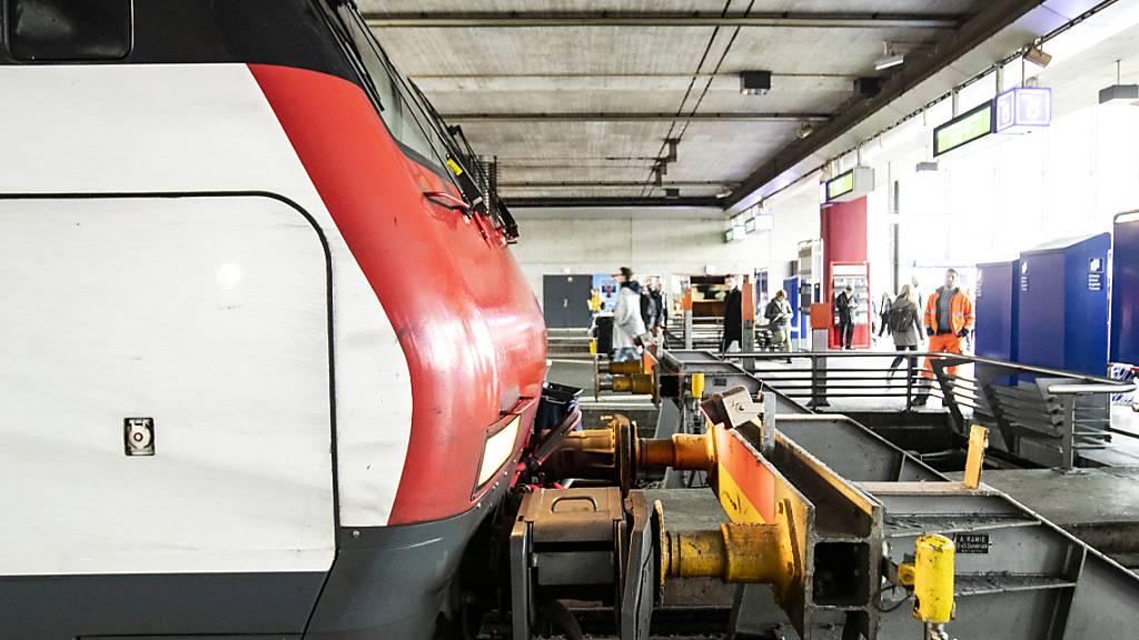 Zug rammt Prellbock – Unfallursache bleibt unklar