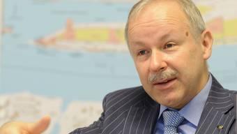 Nach Abschluss eines Volkswirtschafts- und Betriebswirtschaftsstudiums an der Uni Bern arbeitete Hans-Peter Hadorn (51) in verschiedenen Funktionen bei den SBB. Seit August 2005 ist er Direktor der Rheinschifffahrtsdirektion in Basel, seit 2008 Direktor der Schweizerischen Rheinhäfen.