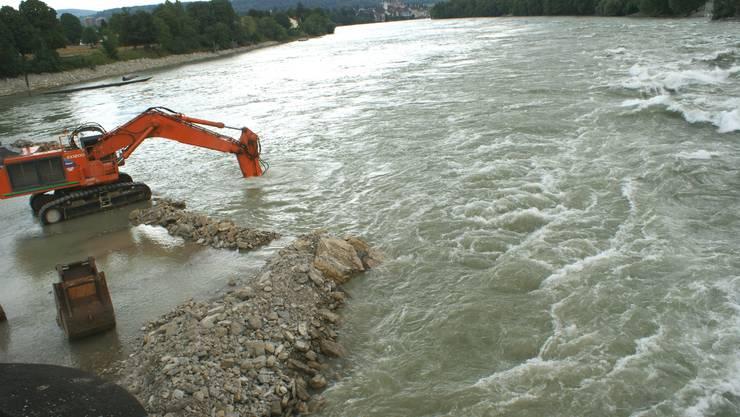 Die Bauarbeiten im Rhein haben Folgen: Das Rheinufer erodiert wegen Hochwasser