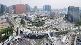 Fussgänger first: In Seoul wurde ein Highway in einen Skygarden umgewandelt. Bild: Ossip van Duivenbode