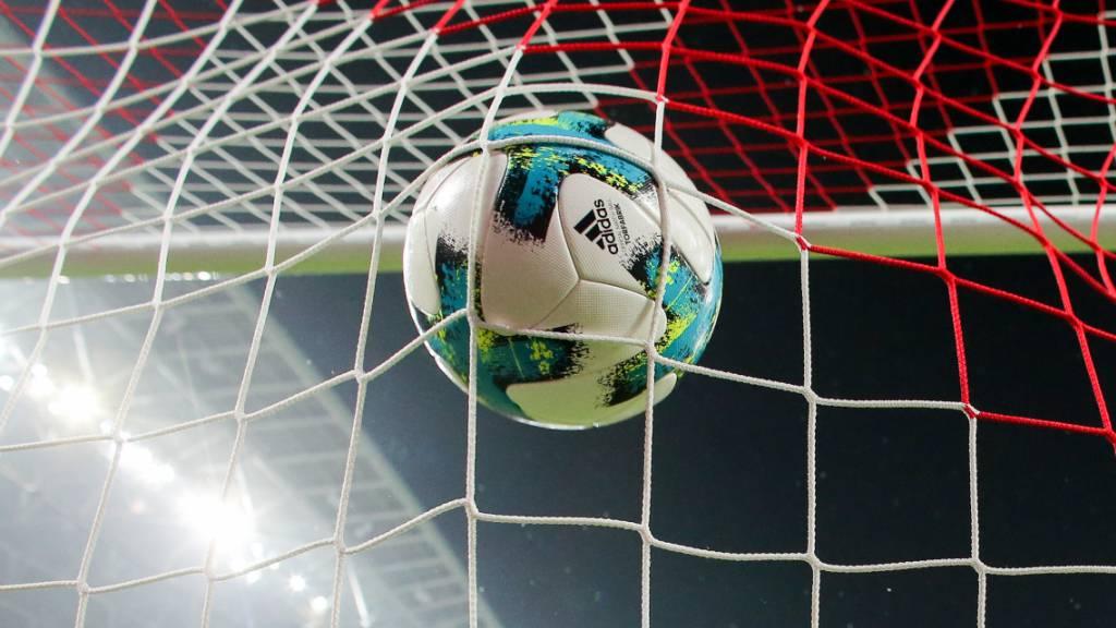 In diversen europäischen Ländern ruht der Ball bis im August.