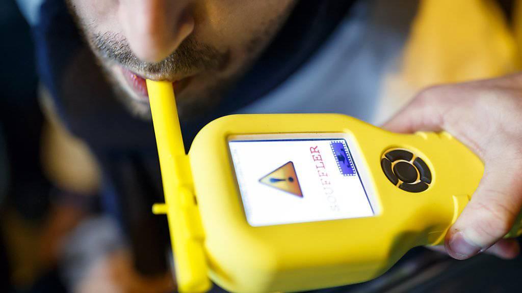 Bier, Tempo, Hupe: Ein französischer Busfahrer liess an seiner Stelle Schüler einen Alkoholtest machen. (Symbolbild)