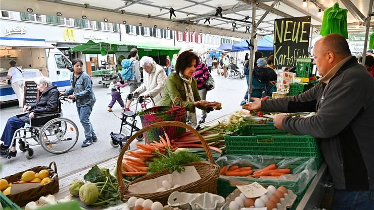 Am Donnerstag findet der Wochenmarkt auf der Kirchgasse statt, versuchsweise soll er zusätzlich am Samstag ebenfalls hier stattfinden.