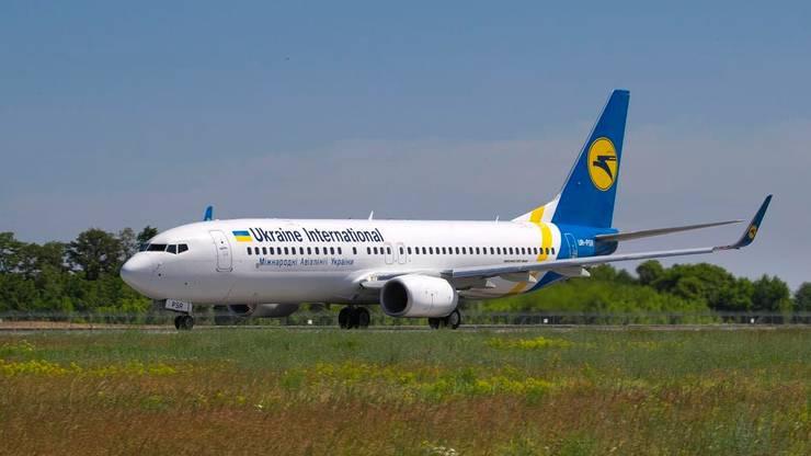 Die abgestürzte Boeing 737-800 UR-PSR der Ukraine International Airlines am internationalen Flughafen von Kiew. Archivbild.