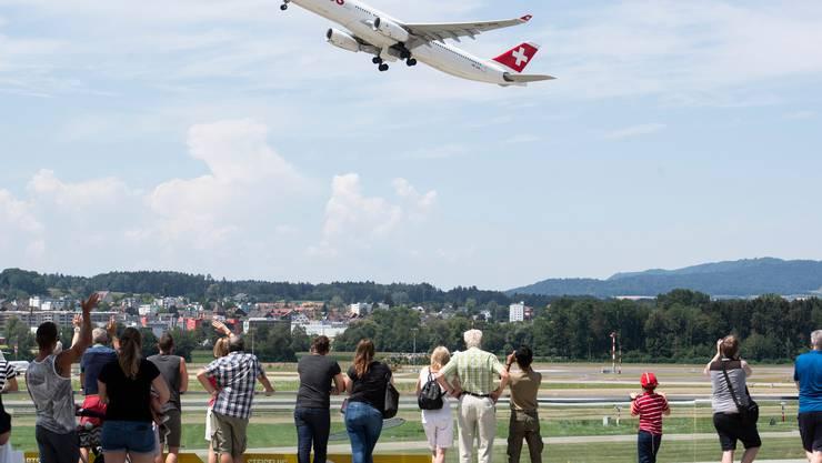 Auch die Schweizer Behörden sollen künftig Zugriff haben auf die gesammelten Daten über die Flugpassagiere.