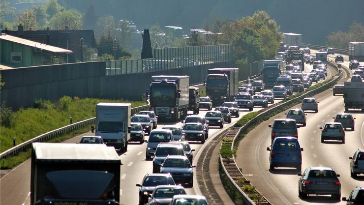 Das Teilstück zwischen der A1/A3-Verzweigung Birrfeld und der Kantonsgrenze bei Spreitenbach AG/Dietikon ZH, ist schon heute auf sechs Spuren ausgebaut.