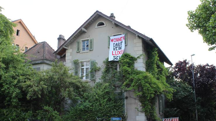 Autonome haben ein Haus in Riehen besetzt.