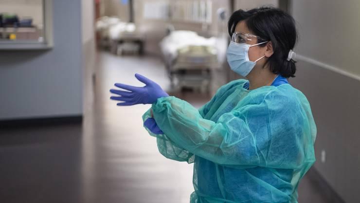 Im Tessiner Gesundheitswesen gibt es alle Hände voll zu tun, nun sucht der Kanton Freiwillige.