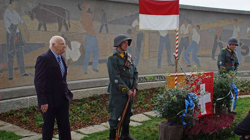 Divisionär a.D. Paul Müller, letzter Kommandant der Felddivision 5 und Initiant der Denkmalrestaurierung, an der Übergabefeier.