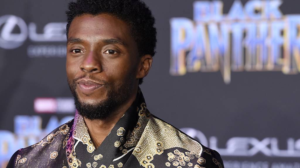 ARCHIV - US-Schauspieler Chadwick Boseman kommt zur Premiere des Films Black Panther. Foto: Chris Pizzello/Invision/AP/dpa