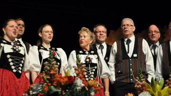 Die Stadtjodler begeistern in der Stadthalle in Dietikon 500 Gäste.
