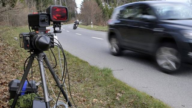 Der Raser wurde mit 149 km/h geblitzt. (Symbolbild)