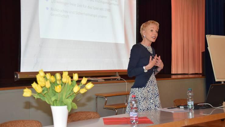 Die Pädagogik-Professorin Margrit Stamm spricht über die Wichtigkeit des Spielens für Kinder.