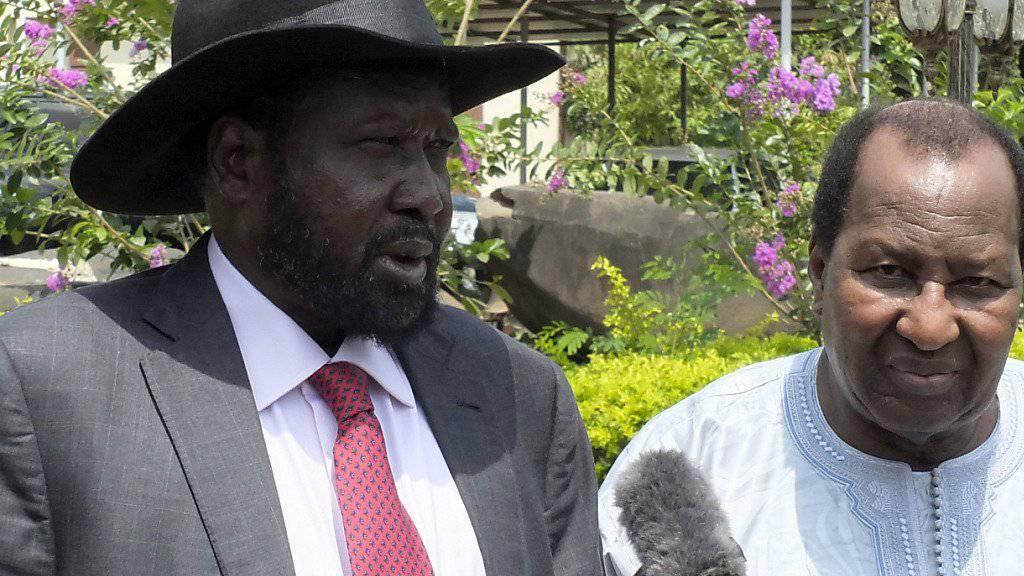 Seinen Truppen wirft Amnesty International Kriegsverbrechen vor: Südsudans Präsident Salva Kiir (links, Archivbild)