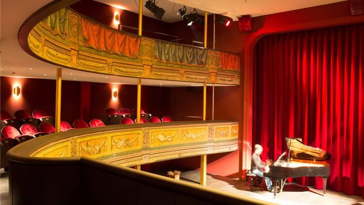Das Stadttheater ist umgebaut, doch die Bühne beherrscht am Dienstag nur ein Thema: Wer zahlt wie viel wofür?