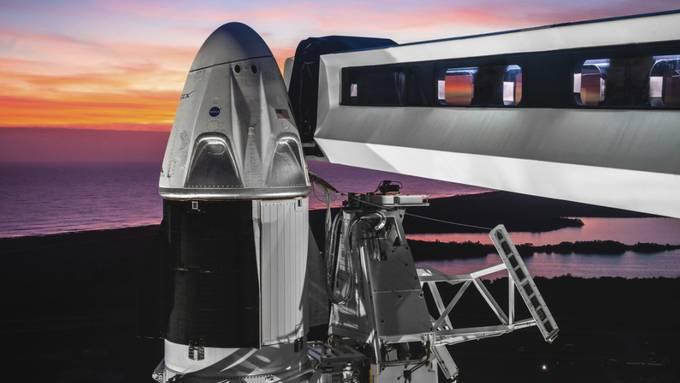 Mit dieser Raumkapsel sollen künftig auch Astronauten ins All befördert werden können. (Archivbild)
