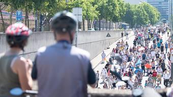 Demonstration gegen die Corona-Maßnahmen in Stuttgart. Foto: Sebastian Gollnow/dpa