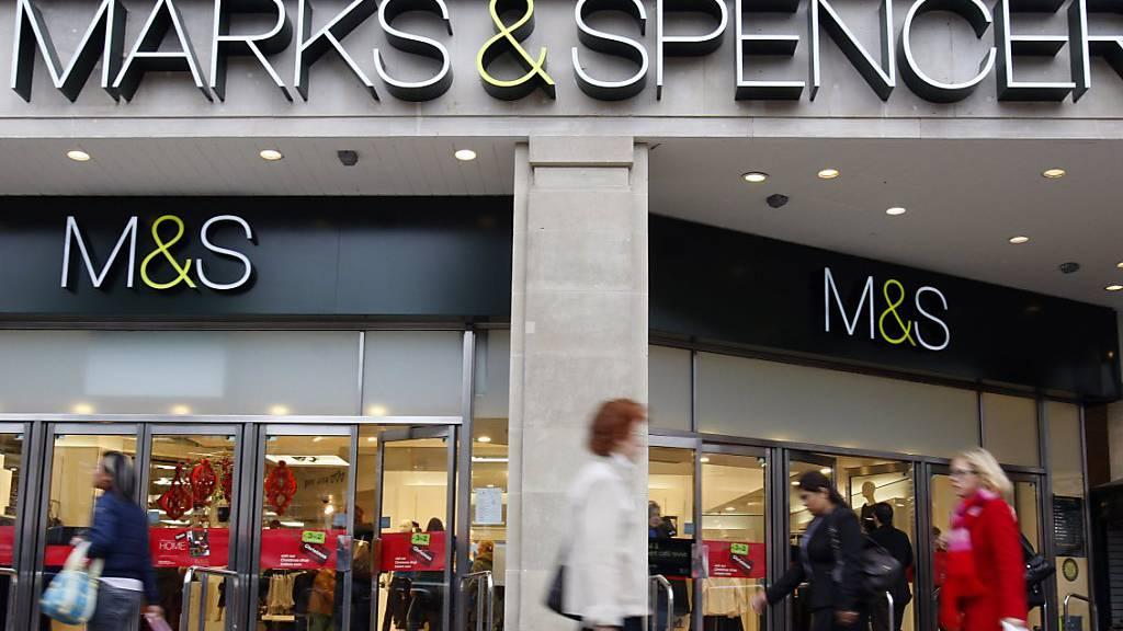 Weniger Preisdruck bei Kleidung und billigere Computerspiele: Die Teuerung in Grossbritannien ging im August stärker als erwartet zurück. (Archivbild)