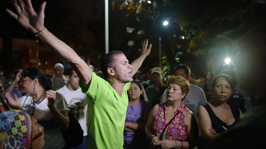 Feiern schon vor der Bekanntgabe der Ergebnisse: Anhänger der siegreichen Opposition in Venezuela nach den Parlamentswahlen.