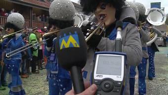 Was braucht es für eine gelungene Fasnacht? Unter anderem tolle und vor allem laute Guggenmusik. Tele M1 besuchte die Fasnachtsumzüge in Solothurn und Würenlingen und wollte wissen, wo es lauter zu- und herging.