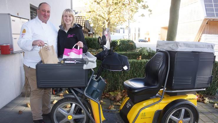 Daniel Nyfeler (Dorfbeck Nyfeler AG) und Sandra Lüthi-Riechsteiner (Felber AG) lassen ihr Brot per Post zu ihren Kunden liefern.
