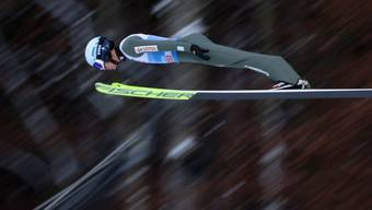 Das Flugsystem passt perfekt: Kamil Stoch peilt die Landung und den dritten Sieg an der Vierschanzentournee an.