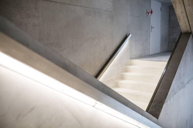 Futuristisch fährt das Schulhaus Reitmen mit viel Sichtbeton auf.