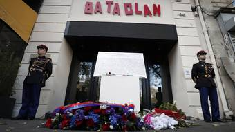 Bei den Angriffen auf die Konzerthalle Bataclan, mehrere Restaurants und das Fussballstadion Stade de France töteten Terroristen 130 Menschen.