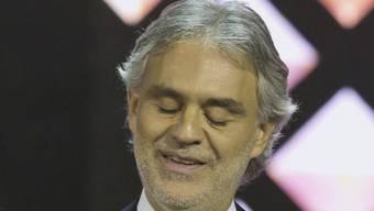 Schon am heutigen Freitagabend will Sänger Andrea Bocelli wieder auf der Bühne stehen. Der Tenor hatte sich am Donnerstag bei einem Reitunfall verletzt. (Archivbild)