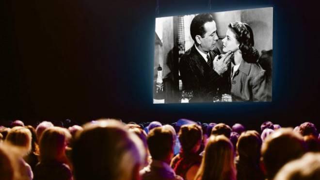 «Here's looking at you, Kid» oder «Ich seh' dir in die Augen Kleines»: In der Synchronisierung erhielt der Satz aus «Casablanca» eine ganz neue Bedeutung. Foto: montage: thinkstock/ho