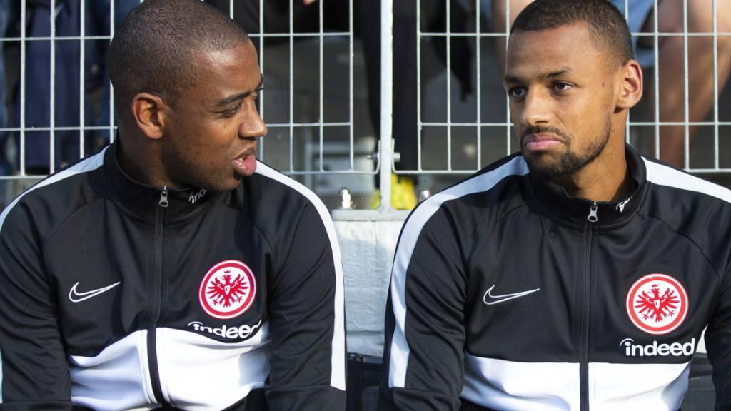 Gelson Fernandes (rechts) und Djibril Sow, beides Schweizer Internationale, befinden sich wegen eines Corona-Falls bei Eintracht Frankfurt in häuslicher Quarantäne