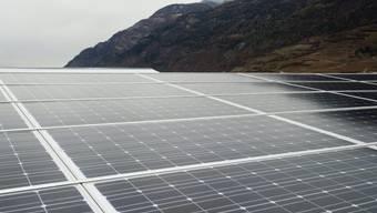 Eine Photovoltaik-Anlage (Elektrizität aus Sonnenenergie) im Wallis