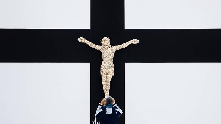 Jesus am Kreuz (Symbolbild aus dem Red Brick Art Museum in Peking).