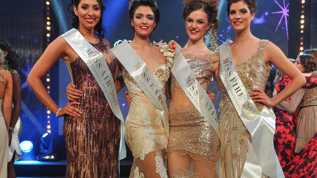 Die Miss Earth Schweiz 2017, Sarah Laura Peyrel (zweite von links) umrahmt von Wiam Bentaja, Miss Air Schweiz 2017, Ariana Birrer, Miss Water Schweiz 2017 und Cléa Formaz, Miss Fire Schweiz 2017 (von links).