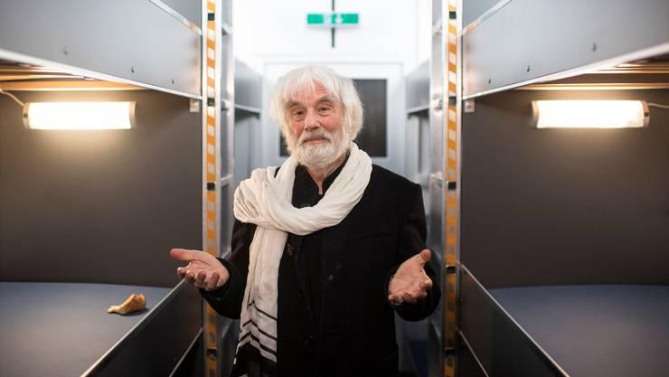 Der Pfarrer als Kümmerer: Ernst Sieber 2016 im neuen «Pfuusbus», in dem Obdachlose unterkommen.