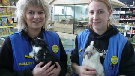 Bei Qualipet sorgen Filialleiterin Dorothee Neuenschwander (links) und Tierpflegerin Janine Cina für die Tiere