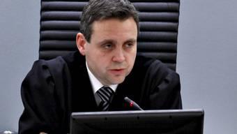Richter Jonas Petter Madso verliest in Oslo das Urteil über den angeklagten Afrikaner