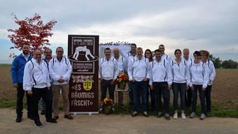 Das Organisationskomitee des Aargauer Kantonalschwingfests steht vor dem Festplatz «Chäbere», wo am ersten Juniwochenende 2020 um Ehre, Kranz und Muni geschwungen wird.