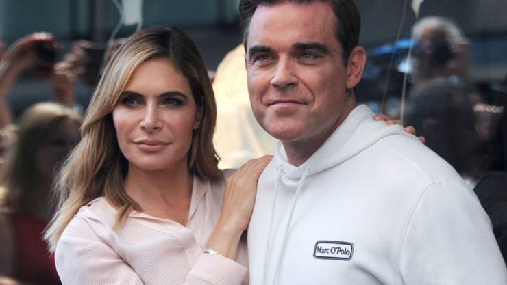Aus einem miserablen ersten Treffen ist die grosse Liebe geworden: Popstar Robbie Williams und Ehefrau Ayda sind seit 2010 glücklich verheiratet. (Archivbild)