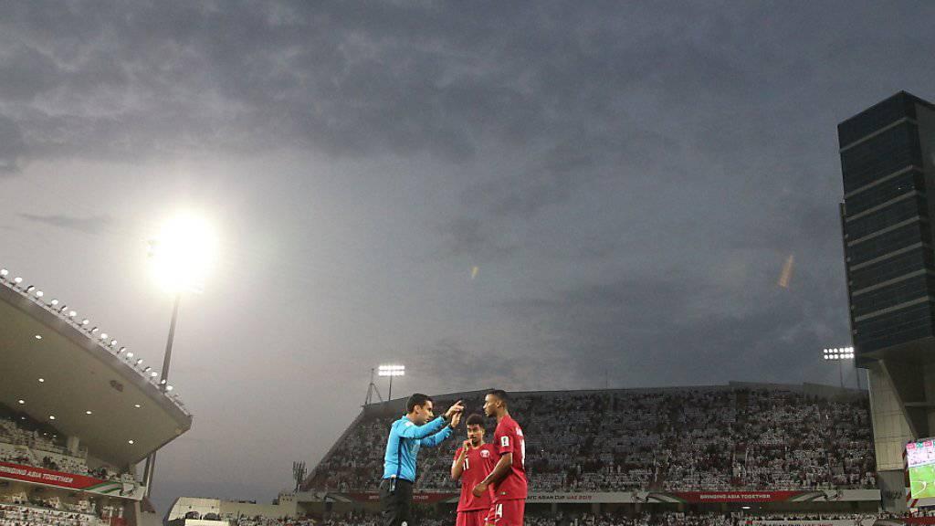 Die katarischen Spieler hatten in Abu Dhabi einen schweren Stand, gewannen aber souverän