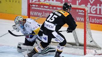 Luganos Gregory Hofmann gelingen gegen Fribourg-Gottéron seine Tore 99 und 100 in der höchsten Schweizer Liga