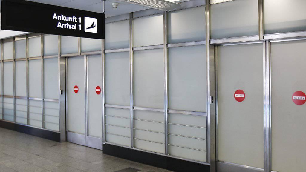 Wegen Verdachts auf Verbindung zu einer terroristischen Organisation: Ein 21-jähriger Genfer wurde Anfang Juni auf der Rückreise aus der Türkei am Flughafen Zürich verhaftet. (Archivbild)