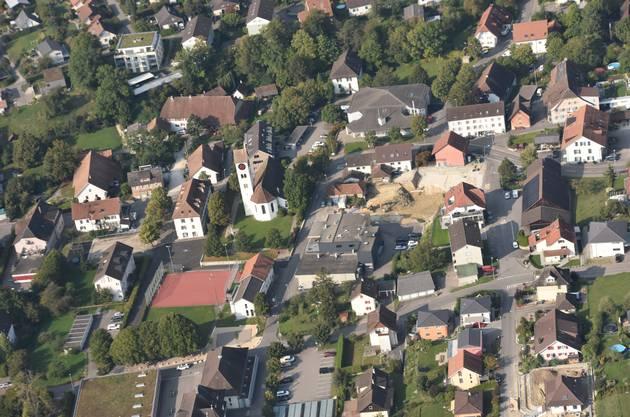 Die Baustelle mitten im Dorfkern von Selzach, wo Mehrfamilienhäuser entstehen.