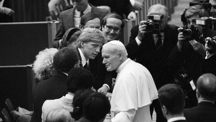 Im Dezember 1987 lernte Boris Becker seine Heiligkeit, Papst Johannes Paul II, kennen.