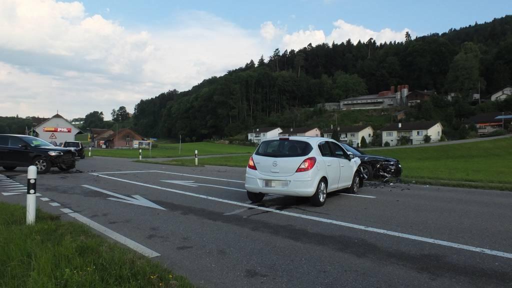 Seniorin krachte mit Pkw in Unfallauto.