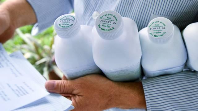 Der Milchmann liefert frische Bio-Milch aus - Archivbild aus dem Jahr 2006